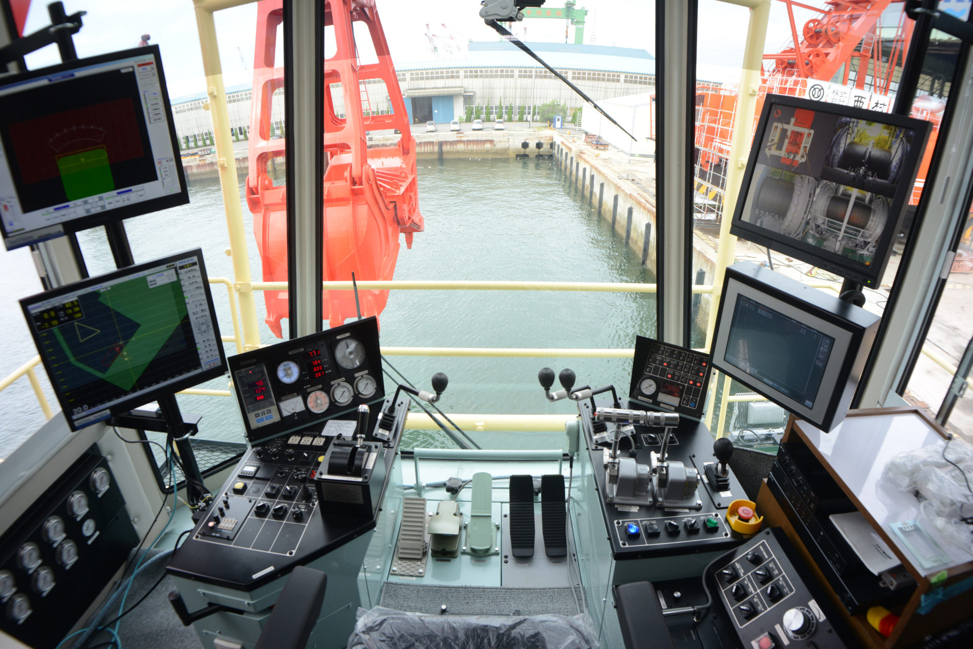 Crane Main for Dredging Service of High Accuracy and Efficiency