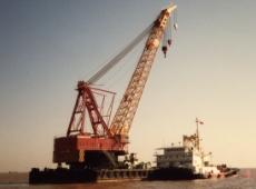 中国向け大型浚渫船